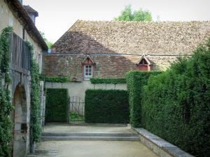 Gardens of the Notre-Dame d'Orsan priory - Buildings of the ancient monastery