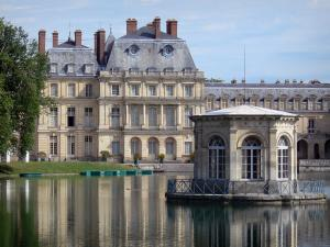 Gardens of the Palace of Fontainebleau - Pavilion on the Carp pond and facades of the Palace of Fontainebleau