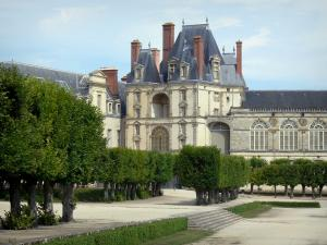 Gardens of the Palace of Fontainebleau - Alleys of linden trees and facades of the Palace of Fontainebleau, Golden Gate