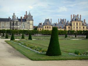 Gardens of the Palace of Fontainebleau - Large flowerbed (French-style formal garden) with a view of the facades of the Palace of Fontainebleau