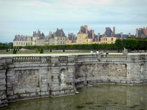 Gardens of the palace of fontainebleau 22 quality high for Jardin a la francaise definition