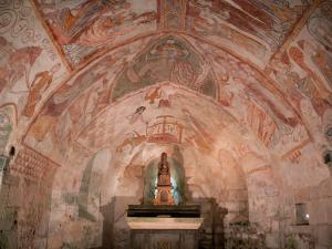 Gargilesse-Dampierre - Inside Notre-Dame Romanesque church: frescoes and wooden Virgin in the Crypt