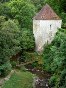 Gargilesse-Dampierre - Tower and trees along the river