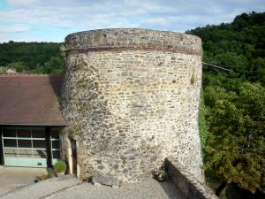 Gargilesse-Dampierre - Former pigeon tower of the château home to the tourist office