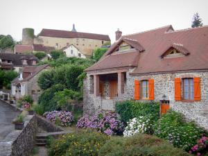 Gargilesse-Dampierre - Tower and farm of the château overlooking the flower-decked houses of the village