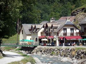 Gavarnie village - Gave de Gavarnie bridge spanning the river and houses