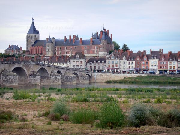 Gien - Tourism, holidays & weekends guide in the Loiret