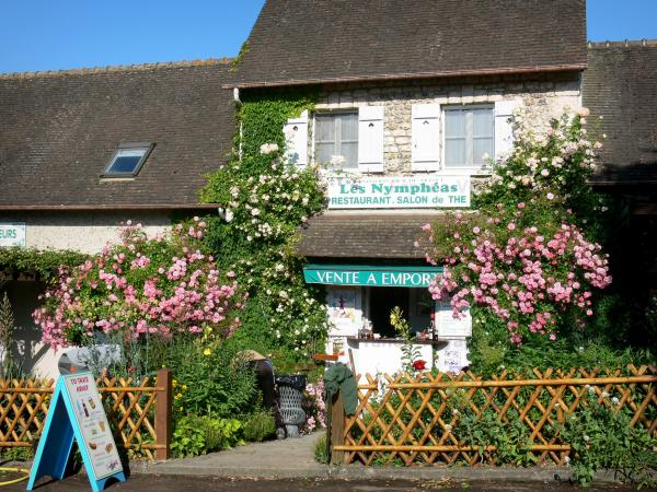 Giverny - Facade of a restaurant and its blooming rose bushes
