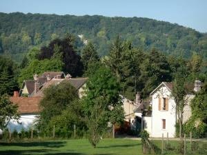 Giverny - Houses of the village surrounded by greenery