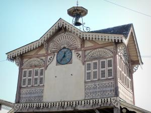 Gontaud-de-Nogaret - Clock of the covered market hall
