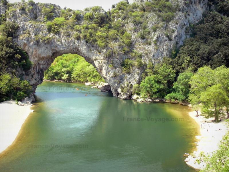 Les gorges de l'Ardèche - Guide tourisme, vacances & week-end en Ardèche