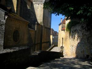 Gourdon - Saint-Pierre church and houses of the old town, in Bouriane, in the Quercy