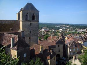 Gourdon - Towers of the Saint-Pierre church and houses of the city, in Bouriane, in the Quercy