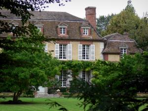 Grand Courtoiseau gardens - Grand Courtoiseau manor house and its garden, in Triguères