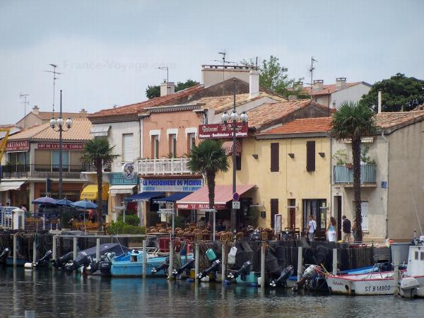 Le Grau-du-Roi - Fishing port, fishing boats, General de Gaulle quay, shops and facades of houses