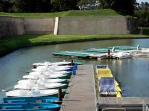 Gravelines - Fortifications (ramparts, fortified surrounding wall), moats and the waters of the River Aa, boats and pedal boats moored to pontoons