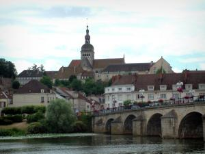Gray - Flower-covered bridge spanning the River Saône, trees, houses and Notre-Dame basilica