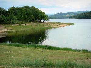 Great lakes of the Morvan - Pannecière lake (artificial lake) and its banks; in the Morvan Regional Nature Park