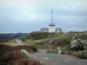 Grouin headland - Footpath and lighthouse