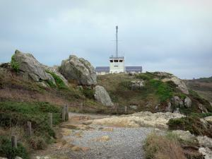 Grouin headland - Footpath, cliffs, moor and lighthouse