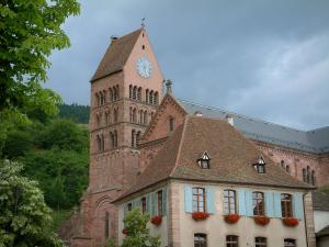 Gueberschwihr - House decorated with geranium flowers, trees and church of the village
