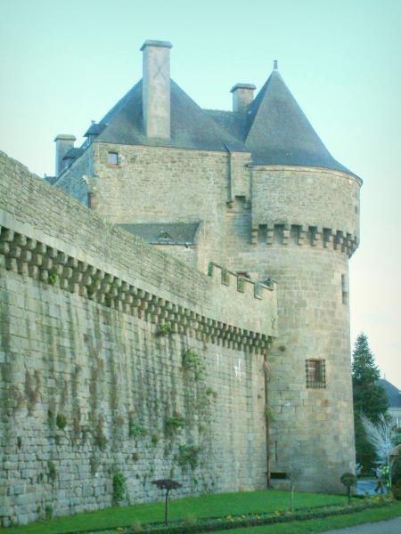 Guérande - Ramparts (fortifications) and Saint-Michel gateway (museum)