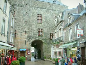 Guérande - Saint-Michel gateway (museum), houses and shops of the medieval town