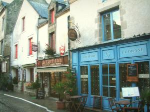 Guérande - Shops, creperie and houses of the medieval town