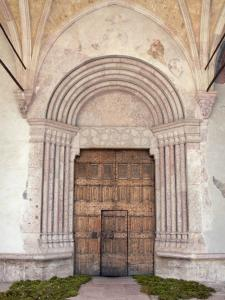 Guillestre - Portal of the entrance to the Assomption church (Notre-Dame-d'Aquilon church) with its door with carved panels