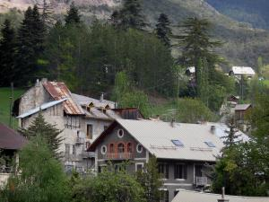 Guillestre - Houses of the city, trees and mountain