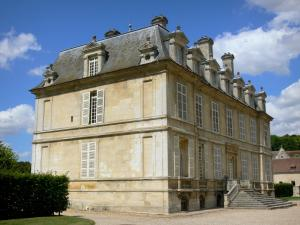 Guiry-en-Vexin - Facade of the château and clouds in the blue sky; in the Vexin Français Regional Nature Park