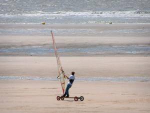 Hardelot-Plage - Opal Coast: sandy beach with someone speed-sailing (windsurfing board with wheels) and the Channel (sea); in the Regional Nature Park of Opal Capes and Marshes