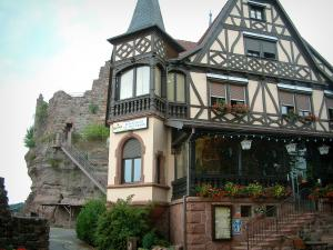 Haut-Barr castle - Half-timbered house (restaurant) and big rock in background