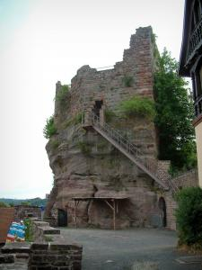Haut-Barr castle - Viewpoint and big rock