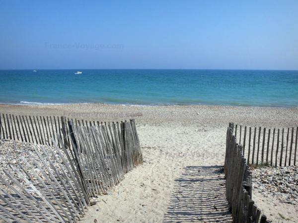 Guide de l 39 h rault tourisme vacances week end for Insolite definition