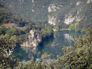 Hérault valley - Hérault river, cliff, trees along the water