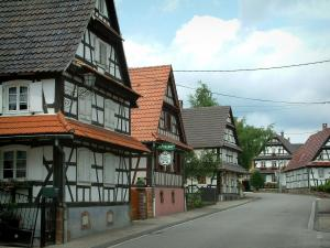 Hoffen - White half-timbered houses in the village