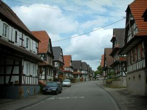 Hoffen - Street lined with white half-timbered houses