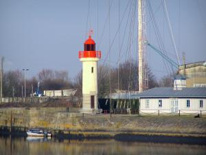 Honfleur - Mast and lighthouse in the port