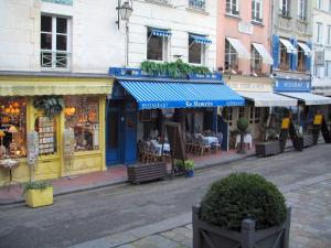 Honfleur - Houses, shop and restaurants of the old town