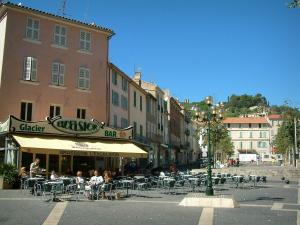 Hyères - Clemenceau square with its houses and its café terrace