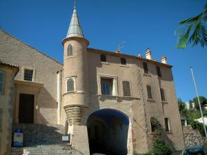 Hyères - Renaissance house with an angle turret