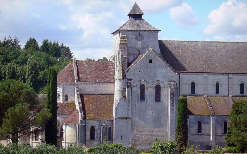 Abbaye de fontgombault 10 images de qualit en haute for Architecture romane definition