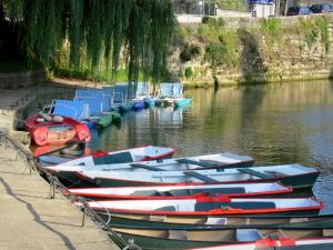 L'Isle-Adam - Moored boats and pedal boats, and River Oise
