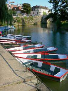 L'Isle-Adam - Moored rowboats and pedal boats, River Oise, Cabouillet bridge and facades of the town