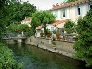 L'Isle-sur-la-Sorgue - Antique dealer's shop and houses lined along the River Sorgue