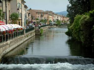 L'Isle-sur-la-Sorgue - The River Sorgue, shrubs, houses and antique dealer's shop