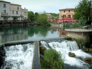 L'Isle-sur-la-Sorgue - The River Sorgue and houses