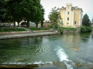 L'Isle-sur-la-Sorgue - The River Sorgue, the residence and the park with trees