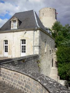 Issoudun - Main courtyard (Cour d'Honneur) of Town House and White tower (Tour Blanche keep)